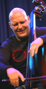 Tre fargstarka instrumentalister norskt egensinne pa fascing